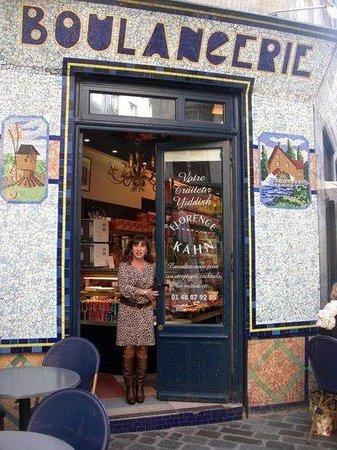 Florence Kahn Bakery and Delicatessen : Florence a l'entrée de son délicatessen
