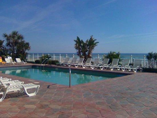 Days Inn Daytona Oceanfront: Oceanfront Pool Deck