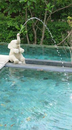 Siripanna Villa Resort & Spa: Pool fountain corner