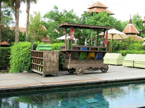 Siripanna Villa Resort & Spa: Drinks cart