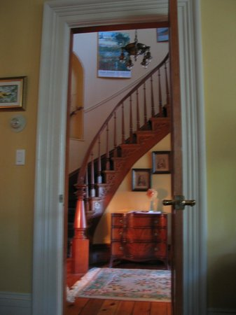 Century House Bed and Breakfast: Elegant Staircase