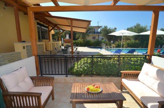 Muses Villas: Pool area