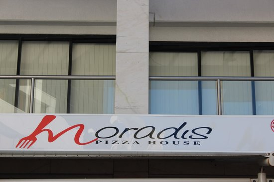 Wyndham Surfers Paradise : Moradis Pizza House right in the heart of Surfers Paradise.