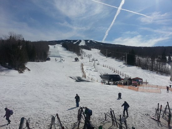 Stratton Mountain: Last weekend of the season, perfect snow coverage and SUN!