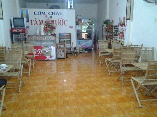 Tam Phuoc : Inside of the restaurant.