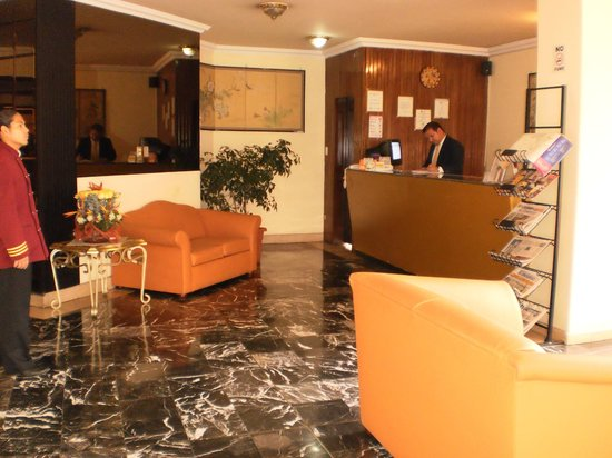 Stanford Suites Hotel : Front desk