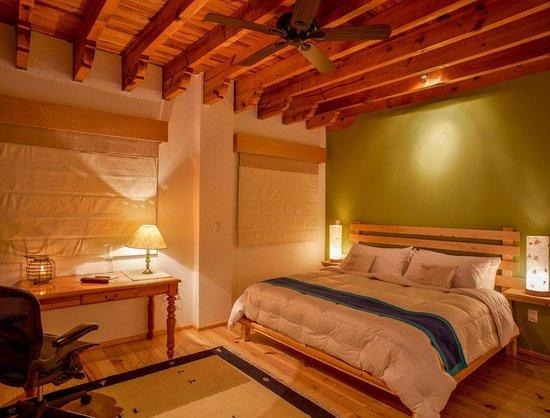 Santa Fe La Casa: El área de descanso de tú habitación.