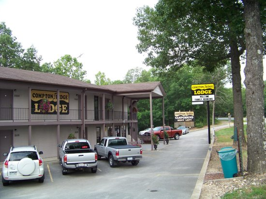 Compton Ridge Motel: Front of the Motel, 2nd floor and 3rd floor pictured