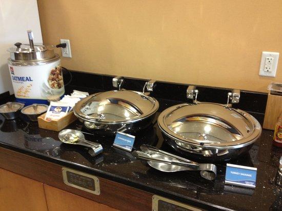 Fairfield Inn & Suites Buffalo Airport: Breakfast