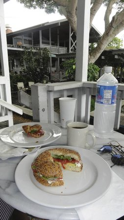 Holuakoa Cafe & Gardens: Morning bagels and croissants at Holuakoa Café