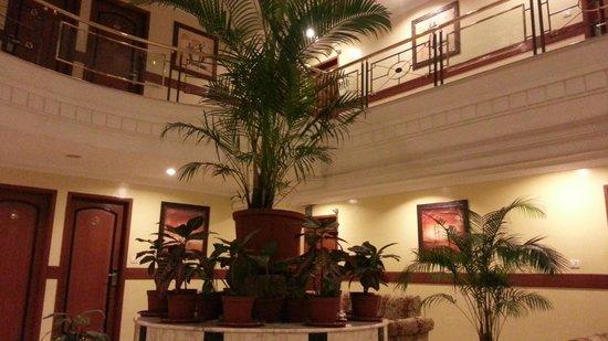 Pai Viceroy Jayanagar: central lobby