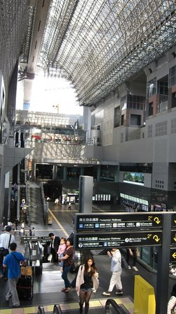 Hotel Granvia Kyoto: View to the hotel from the other side of the station
