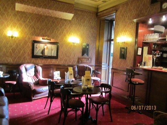 London Elizabeth Hotel lobby