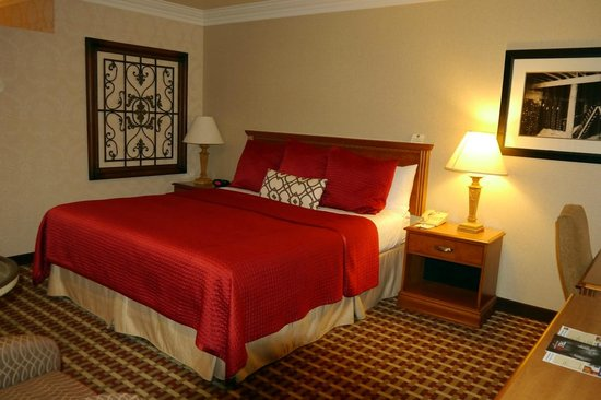 BEST WESTERN Garden Inn: Comfy Bed (Room 239)