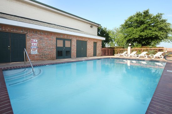 Super 8 Arlington Near AT&T Stadium: Outdoor Pool