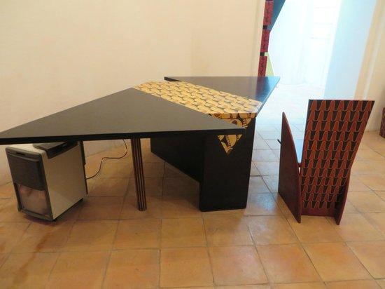 Museobottega della Tarsialignea : Mr. Fiorentino's table and chair:a new twist on an old craft.