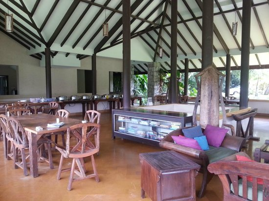 Flameback Lodges: dining area