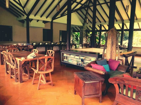 Flameback Lodges : dining area