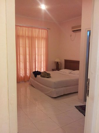 Hermes Agro Resort & Convention : 3 bedroom of 2 queens size bed + 2 Single bed.