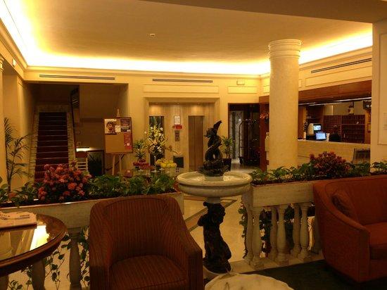 Grand Hotel Adriatico: лобби