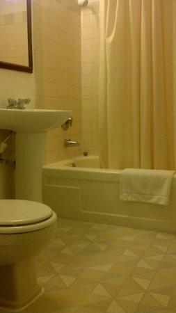 Little Pine Inn: pretty bathroom! white glove  inspection pass.