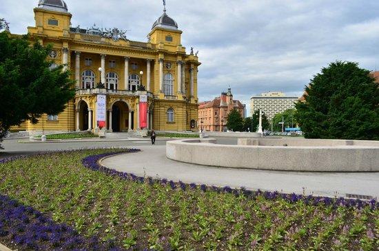 Croatian National Theatre in Zagreb: クロアチア国立劇場