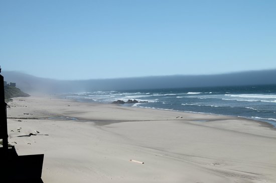 Surftides Lincoln City: The beach from our balcony