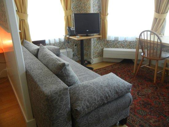 Ambassade Arena Aparthotel: Room 3A sitting area