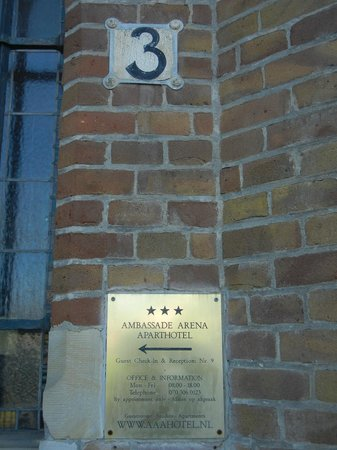 Ambassade Arena Art'otel : outside view of entrance block 3
