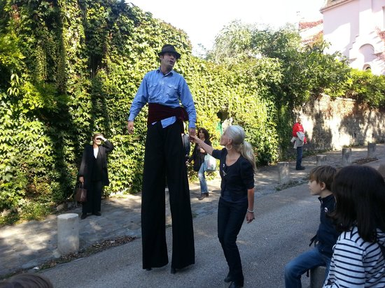 The Spirit of Montmartre Walking Tour : un géant en goguette