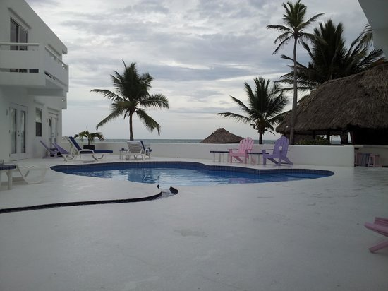 Mata Rocks Resort: Pool