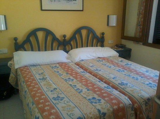 Es Bolero Aparthotel: bedroom