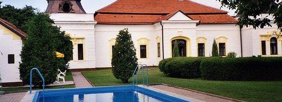 Chateau Szigety: The Chateau