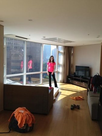 Fraser Place Central Seoul : Living area with a couch bed in the two bedroom unit