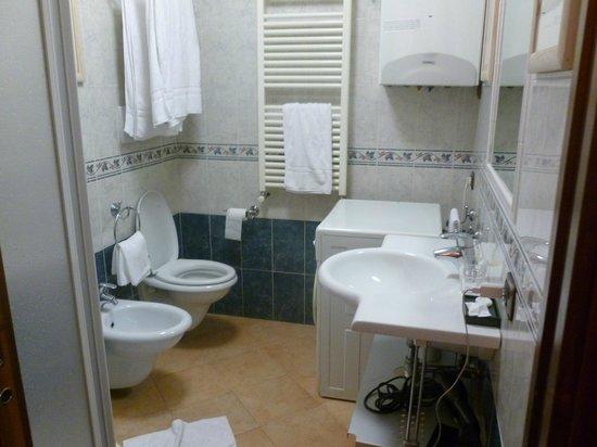 Crosti Hotel : salle de bain