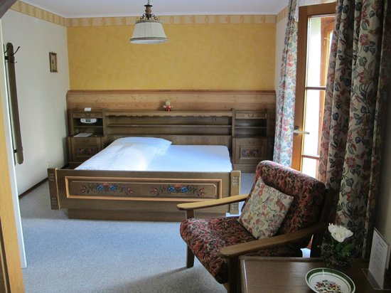 Pension Enzian: bed room