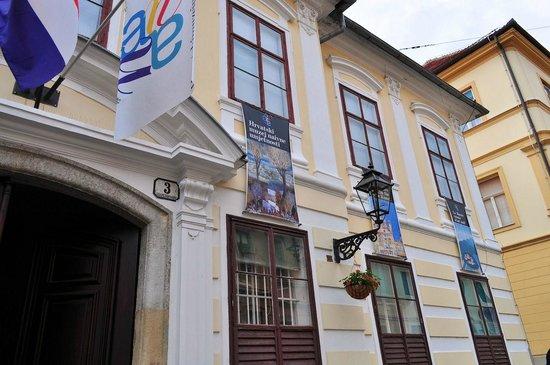 Croatian Museum of Naive Art: クロアチア美術館