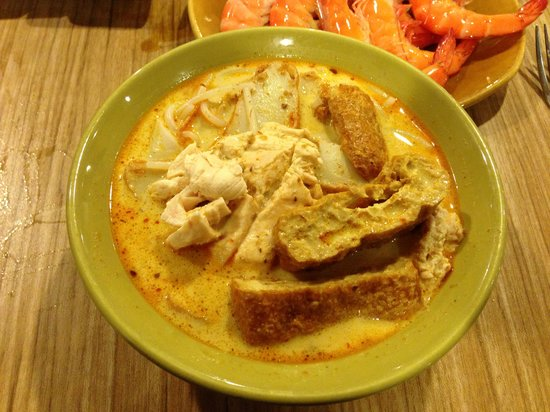 Buffet Town: The famous S'pore Laksa