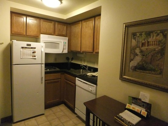 Staybridge Suites Denver International Airport: kitchen