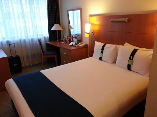 Holiday Inn London Bloomsbury : Good size double bed