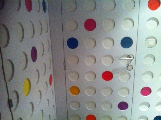 Pantone Hotel: Door