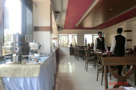 Matrix Inn: Breakfast room