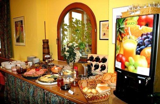 Noichl's Hotel Garni : Frühstücken wie ein Kaiser - Sportpension Noichl