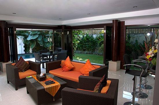 Villa Drupadi: Open Livingroom