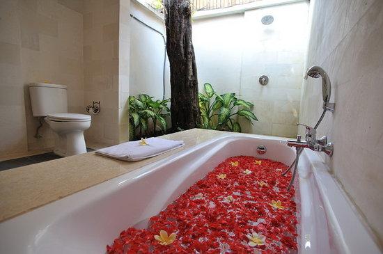 Villa Drupadi: Bathroom with Separate Shower