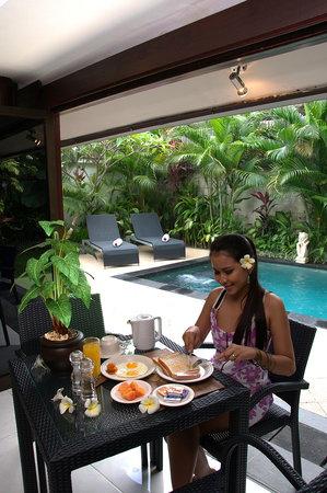 วิลล่า ดรูปาดี: Breakfast at Villa