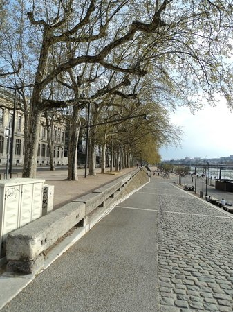 Lyon Guided Tour - The Secrets Behind the Old City Doors : By the riverside