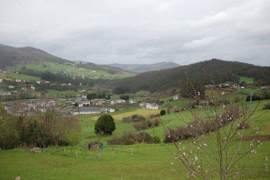 La Casona de Amaido: El pueblo, El LLano capital del Concejo de san Tirso de Abres, donde nos ubicamos.