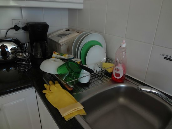 Knysna Quays Accommodation: washed utensils after I made breakfast :)