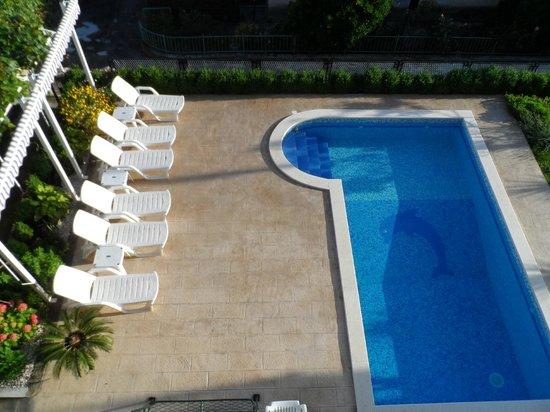 Apartments Kasalo: swimming pool